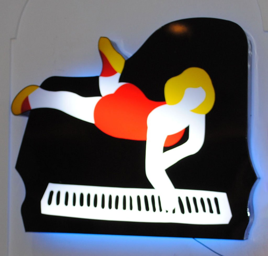 Lodola: pianoforte (luce elettrica)